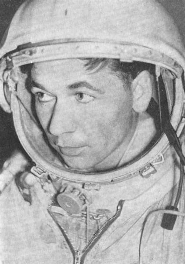 """Григорий Нелюбов. Был одним из претендентов на первый космический полет. Входил в группу подготовки космонавтов к полету кораблей """"Восток-2"""", """"Восток-3"""" и """"Восток-4""""."""