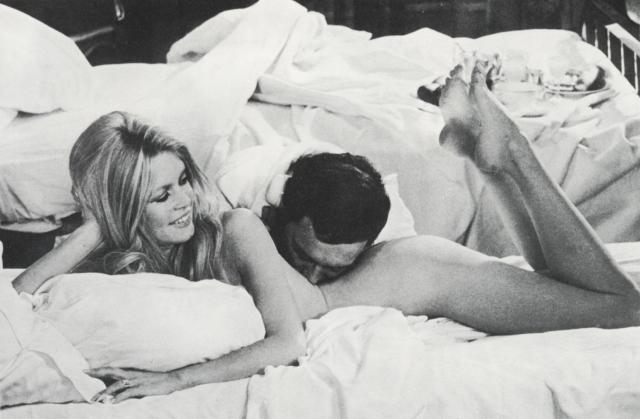 По частоте появления обнаженной в фильмах и на страницах журналов Бардо оставила далеко позади себя многих других секс-символов той эпохи, которые снимались обнаженными по большей части на заре своей карьеры, не говоря уже о тех, кто никогда не появлялись обнаженными перед камерой.