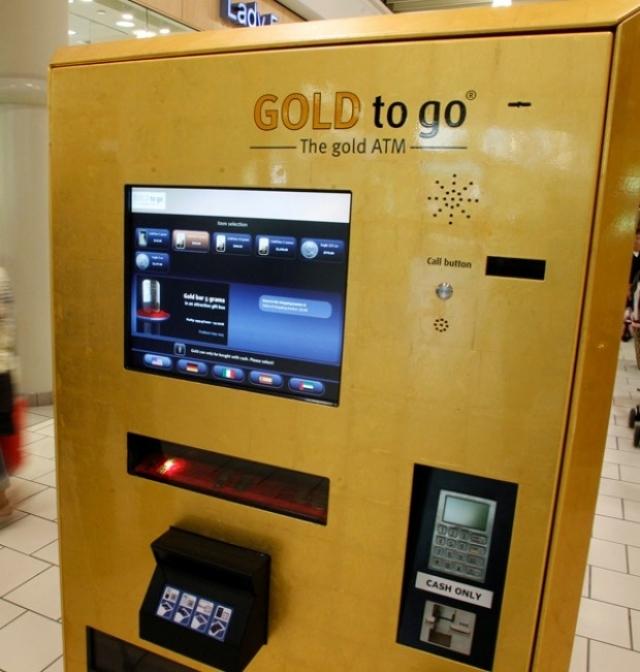 Также среди интересных сервисов в здании есть даже автомат по продаже золота. Слиток золота весом от 2.5 до 30 граммов с изображением Бурдж Халифа, можно получить из автомата, если поместить в него приличную сумму наличными.