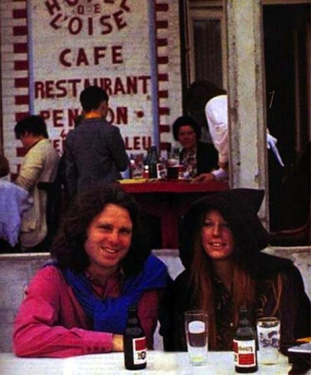 Вокалист группы Doors Джим Моррисон скончался через пять дней после того, как его сфотографировали с возлюбленной Памелой Курсон.