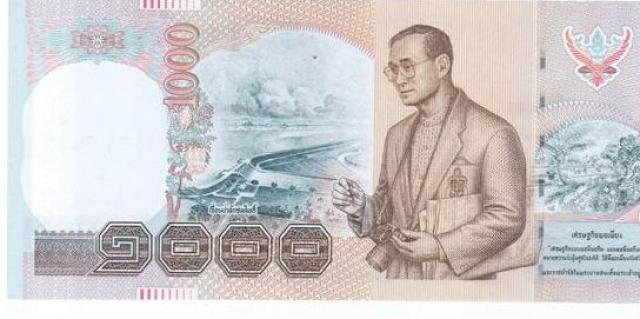 Рама IX. Король Таиланда увлекается фотографией, даже на денежных купюрах его портрет печатают с фотоаппаратом в руках.