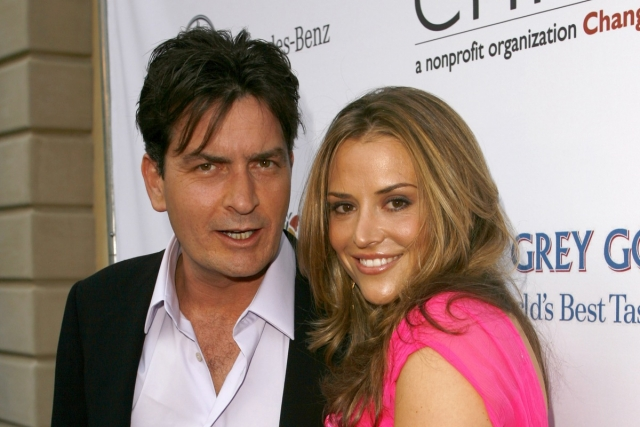 Чарли Шин. Актер был арестован в 2009 году за нападение на свою жену.