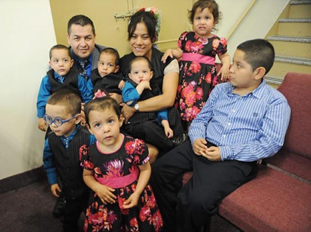 У счастливой матери и ее мужа, 36-летнего Виктора, уже был на тот момент семилетний сын. Рождение шестерых близнецов - крайне редкое явление, которое встречается в одном случае на 4,4 миллиона населения.