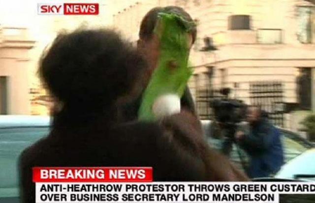 Март 2009: в бизнес-секретаря  Лорда Мандельсона бросили стакан зеленой горчицы в лицо.