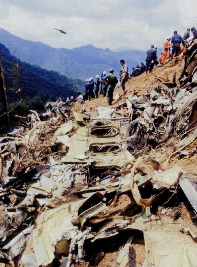 Конкуренция между многочисленными японскими службами спасения послужила причиной неразберихи и задержек, в то время как жертвы катастрофы ждали помощи. Военно-воздушные силы США предложили свою помощь в поиске.