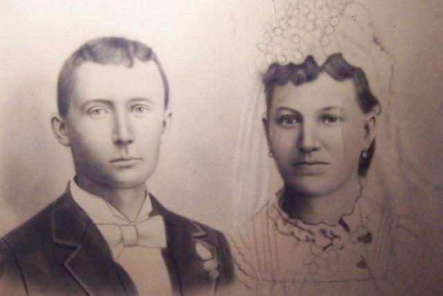 После девяти лет ухаживания, Миммс и Джеймс поженились 24 апреля 1874 года. У них родились четверо детей, двое умерли в младенчестве.