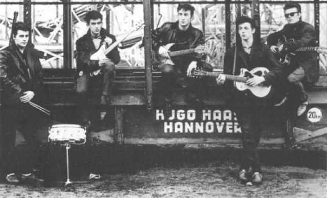 Она же провела первую профессиональную фотосессию The Beatles в новом имидже. Сатклифф принял решение покинуть группу и остаться в Гамбурге с Астрид.