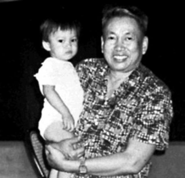 Пол Пот был очень любящим отцом; по свидетельствам многочисленных очевидцев, на занятия по боевой подготовке он приходил с дочерью на руках.