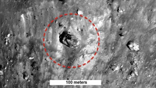 """Не так давно уфологи из команды Secure Team 10 обнаружили """"танк"""" на одном из снимков НАСА."""