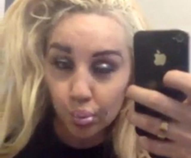 Она часто публикует фото под действием каких-то веществ в своем аккаунте в Инстаграм.
