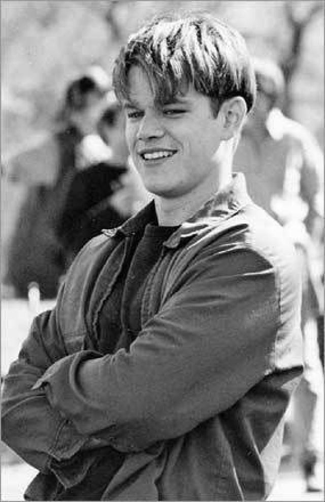 Мэтт Деймон учился в Гарварде, а первые деньги заработал танцуя брейк-дэнс.