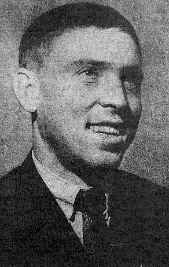 Внешне карьера шахтера развивалась вполне благополучно. В 1936-1941 годах он учился в Промакадемии в Москве. В 1941-1942 годах стал начальником шахты № 31 в Караганде.