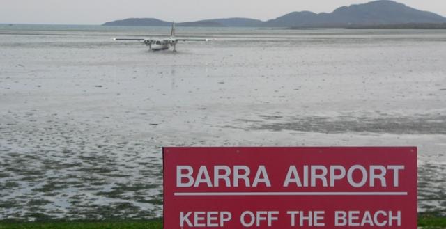 Также, что в список попали аэропорт Барра (Шотландия), который расположен прямо на пляже, и, время от времени, вынужден прерывать свою работу из-за приливов.