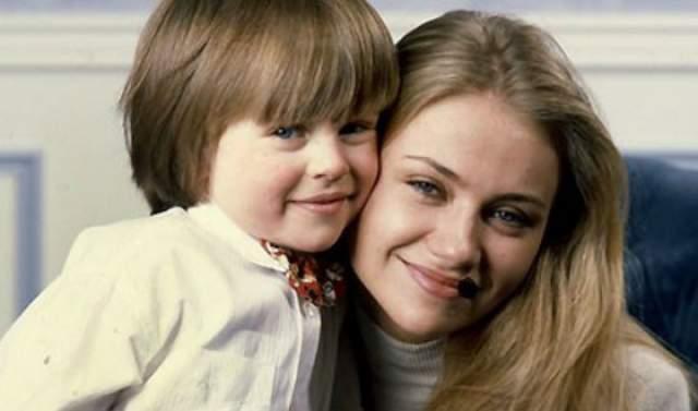 Мария Миронова, родная дочь актера, назвала своего единственного сына в честь деда. Андрей Удалов с 2015 года служит в театре имени Вахтангова и снялся уже в шести кинофильмах.