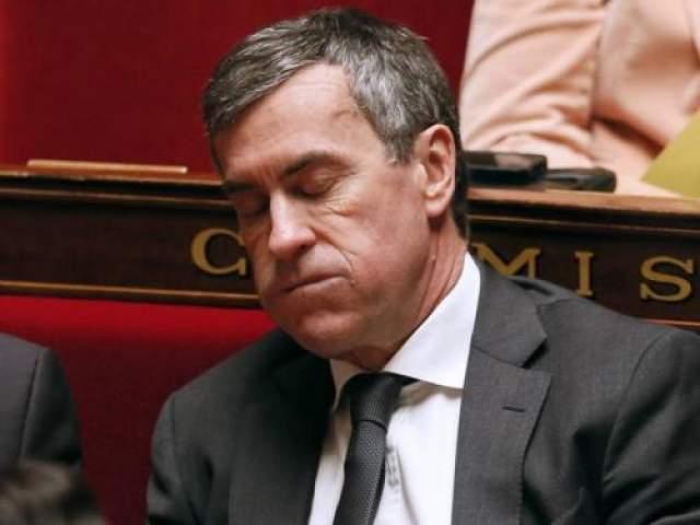 Министр Бюджета Франции Жером Каюзак не проиграл борьбу со сном во время еженедельного заседания правительства в марте 2013 года