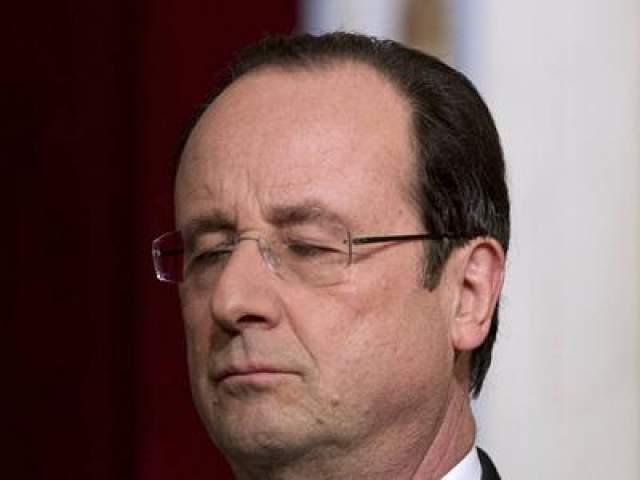Президента Франции Франсуа Олланда сфотографировали дремлющим в Елисейском дворце в январе 2014 года.