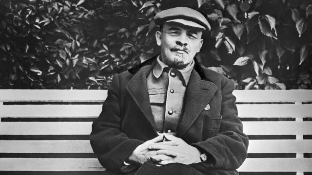 Ильич - гей. Такие фигуры, как Ленин, всегда окружены многочисленными соратниками, постоянно находятся под неусыпным бытовым контролем.