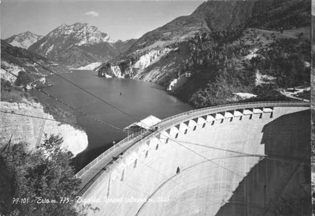 Непосредственно перед катастрофой уровень воды в водохранилище был сброшен как раз на 25 метров. Никто не беспокоился о возможной опасности, все были уверены в предсказанных результатах.