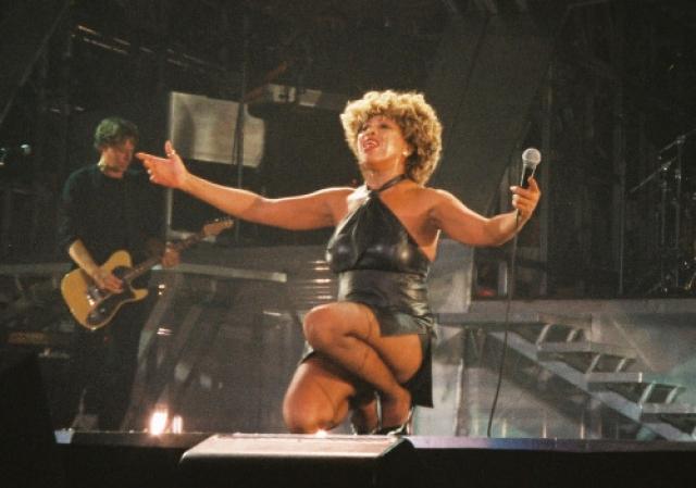 В 2000-м году Тина отправилась в одно из самых успешных турне в своей карьере. Сообщения о том, что Тернер исполнилось 60 лет и она завершает свою 40-летнюю карьеру этим турне, помогли повысить продажи билетов. В итоге тур стал самым прибыльным турне 2000 года, согласно агентству Pollstar, собрав более 100 миллионов долларов.