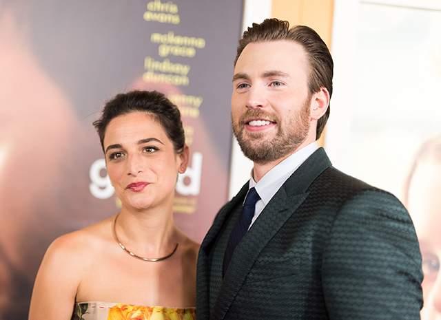 """Крис Эванс и Дженни Слейт. """"Капитан Америка"""" в феврале объявил, что расстается со своей возлюбленной, с которой они провстречались больше года, познакомившись на съемках фильма """"Одаренная""""."""