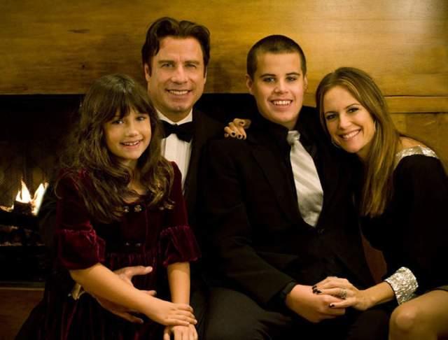 Джон Траволта - сын Джетт Траволта, 16 лет. Подросток погиб в 2009 году в результате несчастного случая. Трагедия произошла на Багамах, где на Рождество отдыхала семья актера.