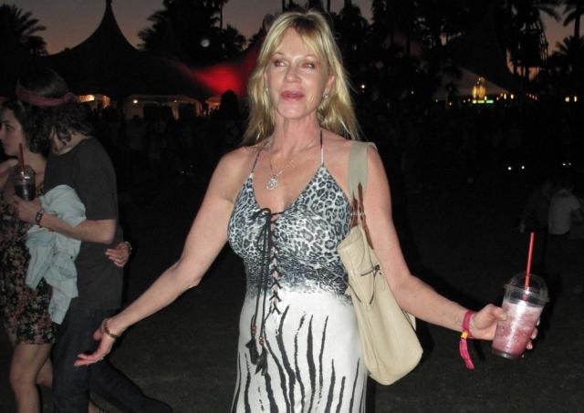 Она часто принимала слишком большую дозу кокаина и выпивала слишком много алкоголя, что привело к тому, что ей пришлось трижды проходить реабилитацию за эти 30 лет.