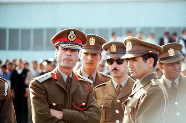Кумирами Каддафи были Авраа Линкольн и Махатма Ганди.