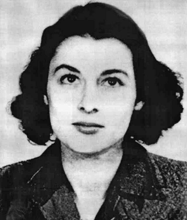 В Лондоне в 1940 году Виолетта знакомится с Этьеном Жабо, французским офицером Венгерского легиона. Между молодыми людьми вспыхивает любовь, и вскоре они женятся. В 1942 году Этьена убивают на войне.