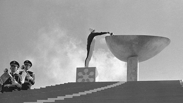 Оказалось, что не только эти, но и вообще все послевоенные игры проводились под флагом с перепутанными разноцветными кольцами на олимпийском логотипе.