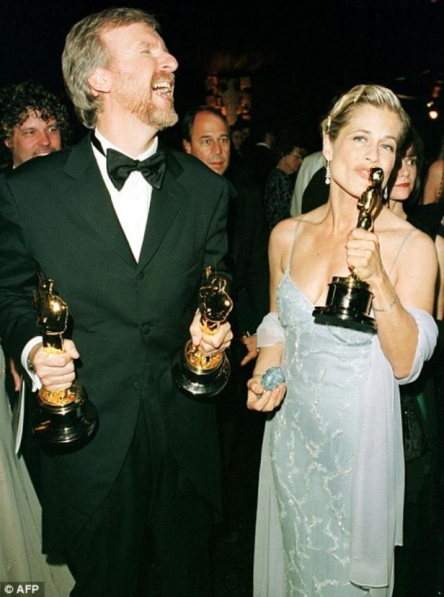 """Джеймс Кэмерон и Линда Гамильтон. Режиссер """"Титаника"""" и исполнительница главной роли в фильме """"Терминатор"""" сыграли свадьбу в 1997 году и развелись всего через 18 месяцев после свадьбы."""