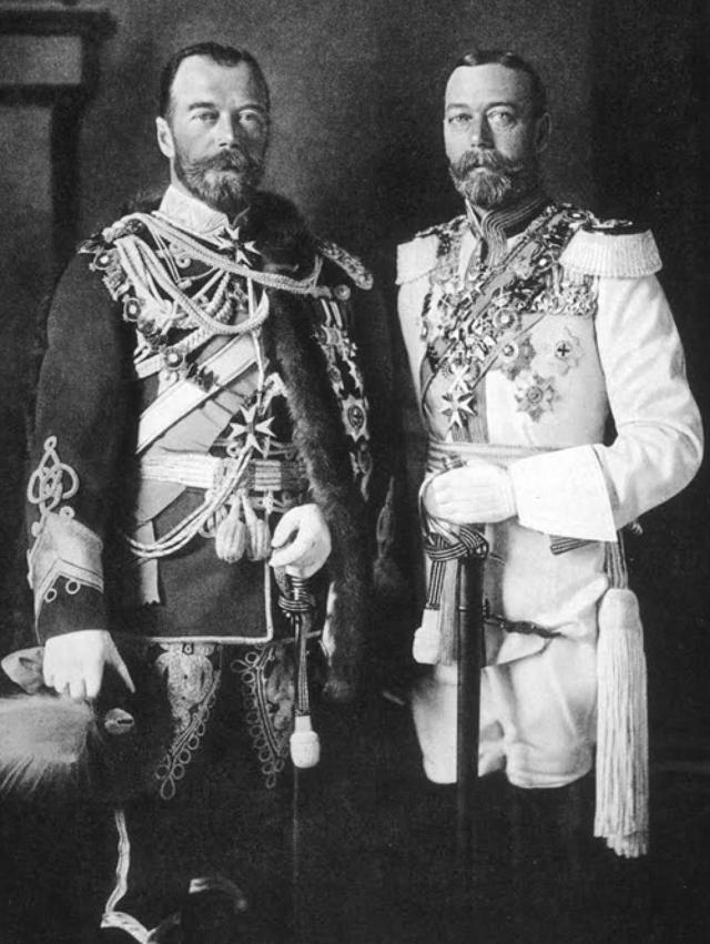 Николай был так похож на двоюродного брата, будущего английского короля Георга V, что их часто путали даже родственники.