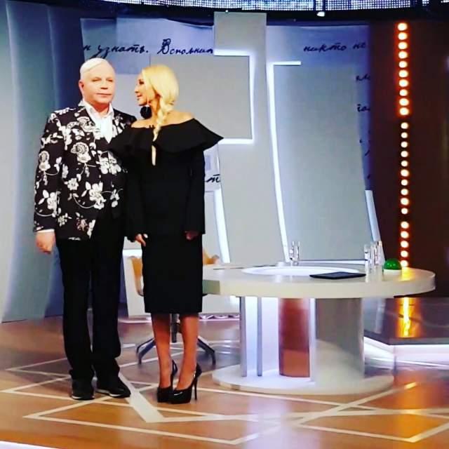 """Борис Моисеев. Когда умерла мать артиста, он находился на гастролях в США. О потере близкого человека он узнал несколько дней спустя, о чем говорил в шоу с Лерой Кудрявцевой """"Секрет на миллион""""."""