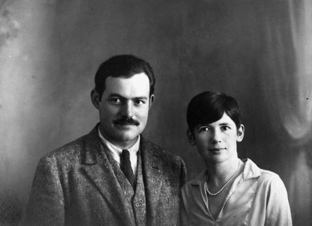 Хэдли боготворила Хема, она верила в него и помогала ему, но в их жизни появилась другая женщина - подруга, Полина Пфайфер, дочь банкира, которая работала в журнале Vogue, была богатой, замужней и чертовски привлекательной.