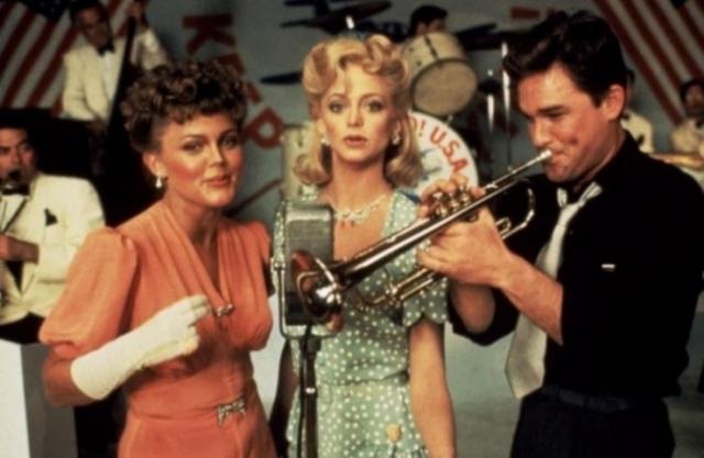 """Малоизвестно, что актер был влюблен в блондинку аж с 16 лет, впервые встретив ее на съемках фильма """"Один-единственный подлинно-оригинальный семейный оркестр""""."""
