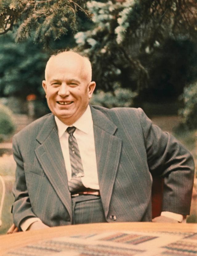 """Во время правления Никиты Хрущева значительно снизилось количество репрессий, было выпущено множество политических заключенных, именно поэтому данный период назвали """"Оттепель""""."""