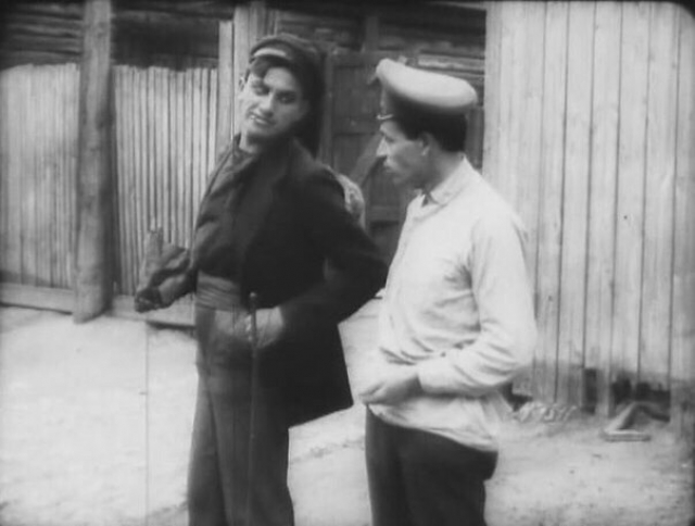"""Мало кто знает, что Маяковский увлекался и зарождавшимся в России кинематографом. Он написал несколько сценариев и сыграл пару ролей. К сожалению, до нас дошли только фрагменты одного фильма, где можно взглянуть на поэта – это """"Барышня и хулиган""""."""