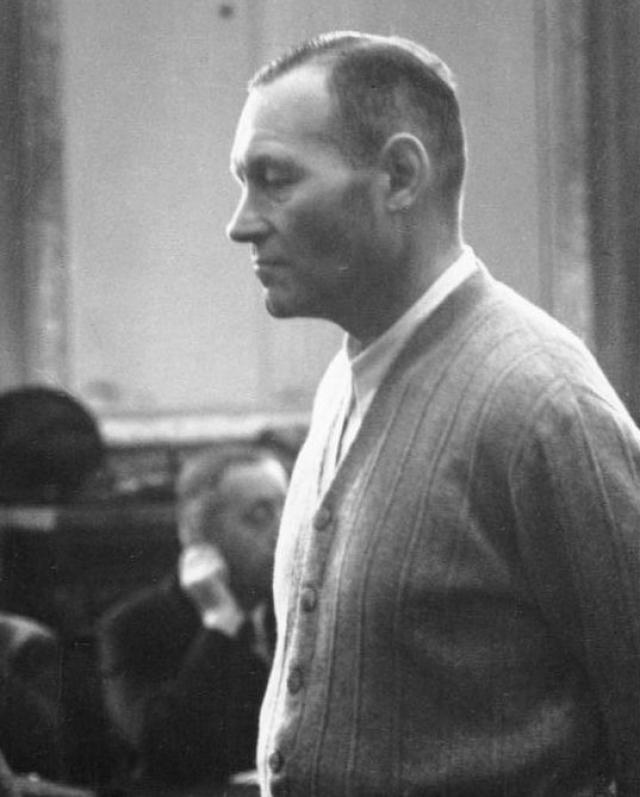 Фюрер приказал превратить казнь заговорщиков в унизительные мучения, снять фильм и сфотографировать.