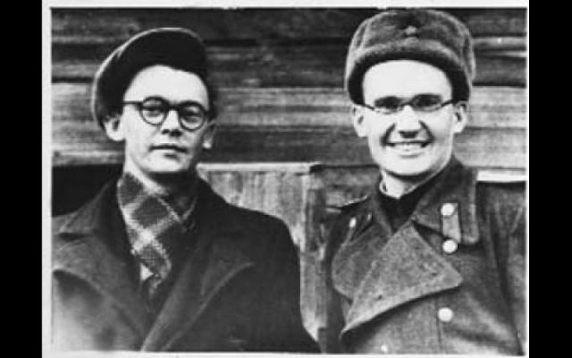 Позже будущий режиссер получил тяжелое ранение, подорвавшись на мине, был признан непригодным к дальнейшей службе и направлен в госпиталь, где пробыл с июня 1943 по январь 1944 года.