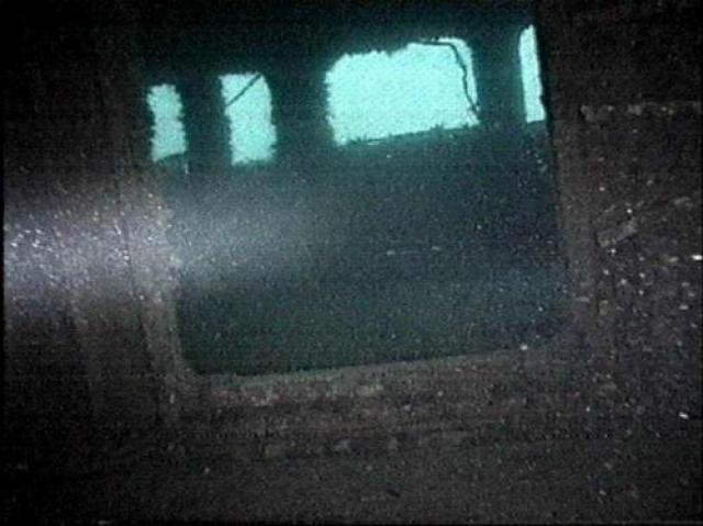 10 сентября, работая в помещениях затонувшего судна, погиб военный водолаз. 19 сентября не смог самостоятельно выбраться второй водолаз. После этого поисковые работы было решено прекратить. 64 человека навсегда остались под водой.