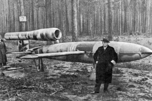 """Кроме того, отправлялись и сотрудники подземного завода """"Миттель-верк"""", где шла сборка ракет """"Фау-1"""" и """"Фау-2"""". Отъезду немцев предшествовал организованный советским командованием замечательный банкет."""