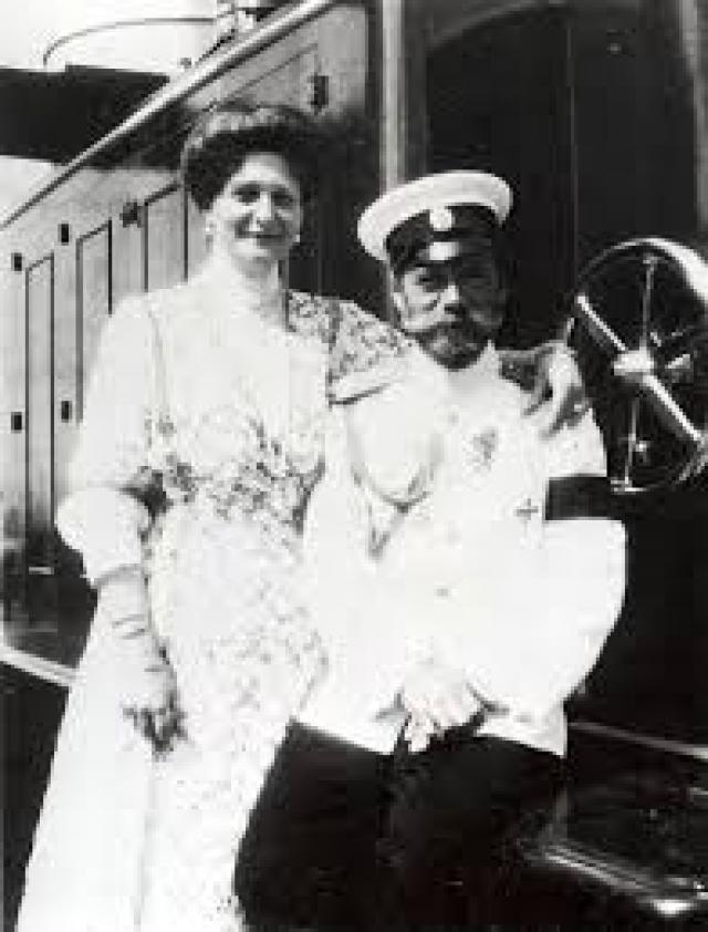 Императрица любила делать Николаю и детям сюрпризы по самым разным поводам, и Николай следовал ее примеру.