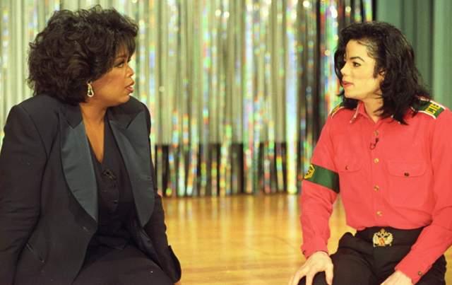 В 1989 году король поп-музыки стал совершенно другим: кожа осветлилась, волосы стали прямыми, подбородок раздвоился. В интервью Опре Уинфри Джексон сказал, что изменениям пришлось подвергнуться из-за витилиго.
