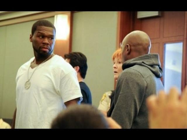 В 2000 году в Кертиса Джеймса Джексона третьего, или попросту 50 Cent , неизвестный афроамериканец выпустил 6 пуль из пистолета прямо у порога дома его друзей. Бабушка музыканта самостоятельно доставила его в больницу, тем самым спасла ему жизнь.