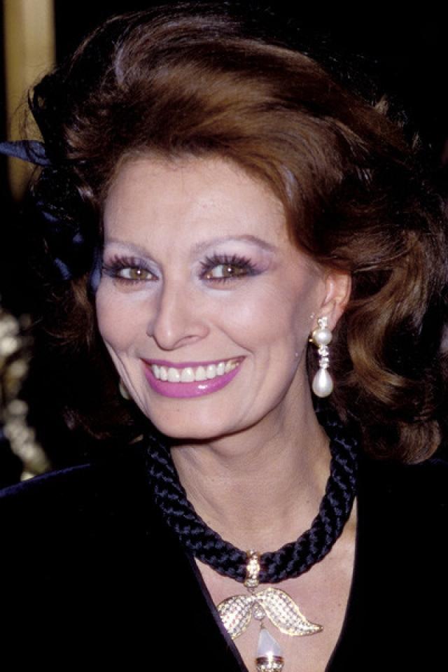 Софи Лорен – София Виллани Чиколоне. По настоянию своего мужа кинопродюссера Карло Понти актриса стала Лорен (так назывались его любимые сигары).
