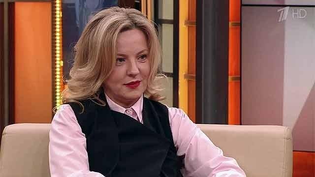 Александра Вертинская - дочь актрисы Марианны Вертинской , не пошла по стопам матери и тети и актерским искусством не занялась.