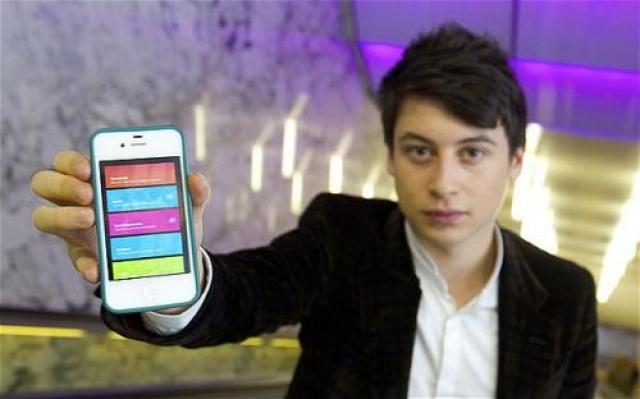 """Теперь Nick работает в Yahoo, а журнал Wall Street Journal назвал его """"Инноватором года""""."""