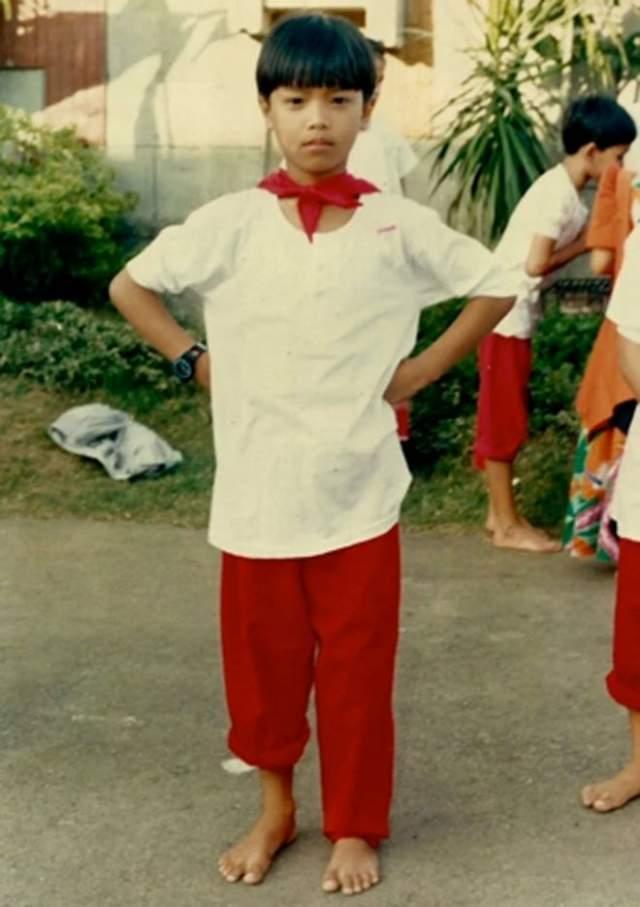 В юности участвовала в конкурсах транссексуалов и занимала первые места. Уже тогда она мечтала стать женщиной, и не просто женщиной, а красавицей. Помимо гормональной терапии, Джина сделала несколько операций по отбеливанию кожи. А в 19 лет Джина отправилась в Тайланд, где с помощью первоклассных хирургов окончально стала девушкой.