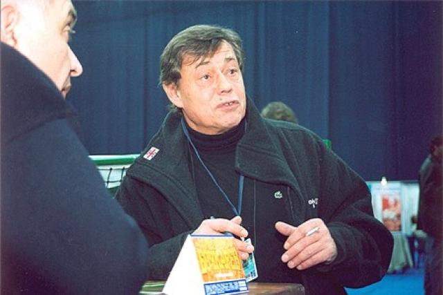 Николай Караченцов. В ночь на 28 февраля 2005 года на обледенелой дороге Мичуринского проспекта в Москве автомобиль Volkswagen Passat B5, за рулем которого был актер, попал в аварию.