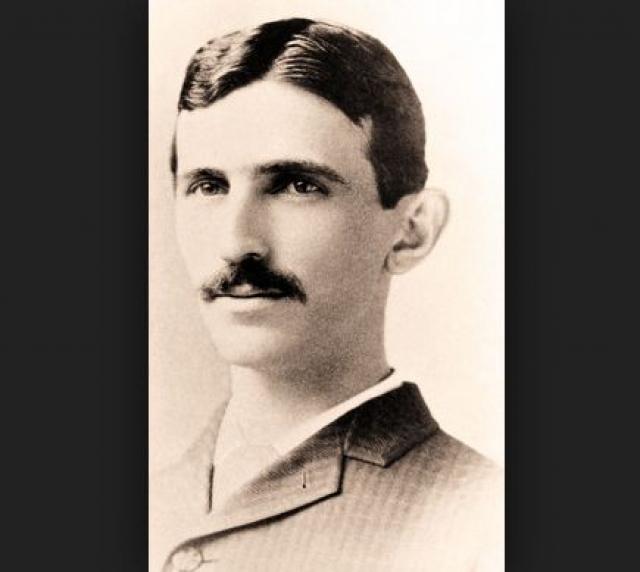 Любопытно, но когда Тесла сошел с корабля в Нью-Йорке, у него в кармане было только 4 цента, рекомендательное письмо и рисунки летающей машины.