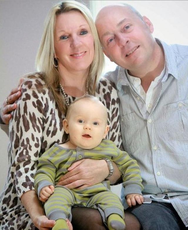 Дебби Хьюз. Англичанка, несмотря на принятие противозачаточных таблеток, неожиданно для себя забеременела и родила сына в возрасте 53 лет.